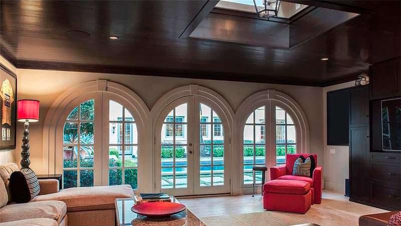 Комната с видом на бассейн
