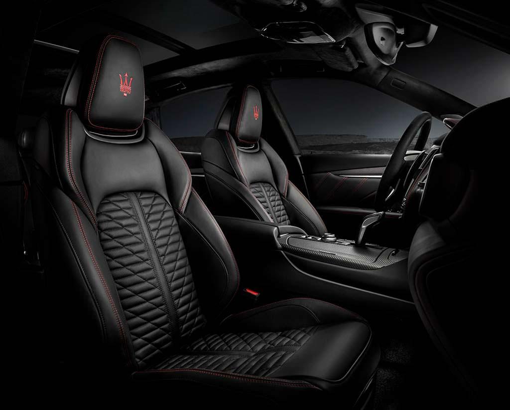 Черный кожаный салон Maserati Levante Trofeo