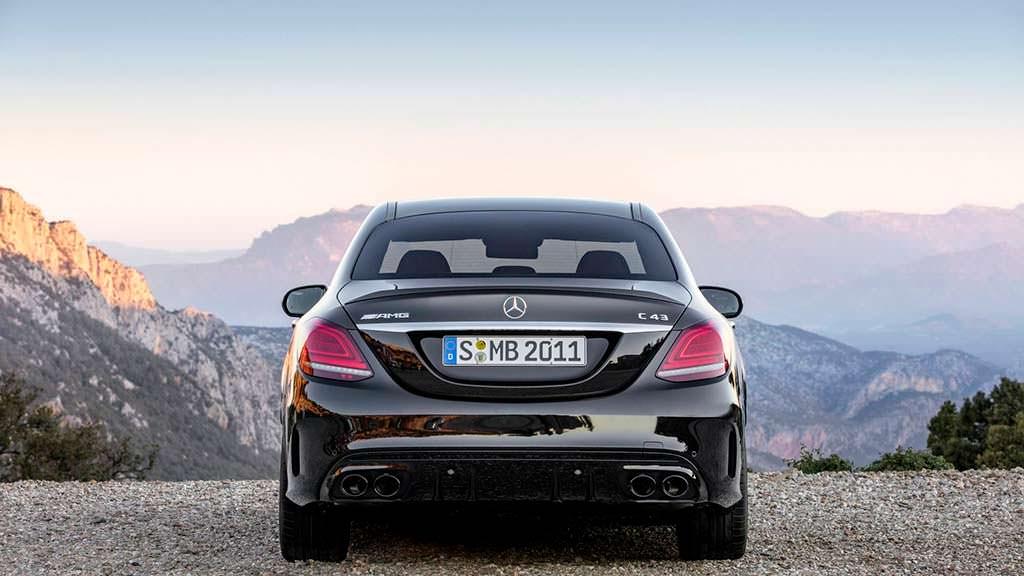 Высокопроизводительный седан Mercedes-AMG C43