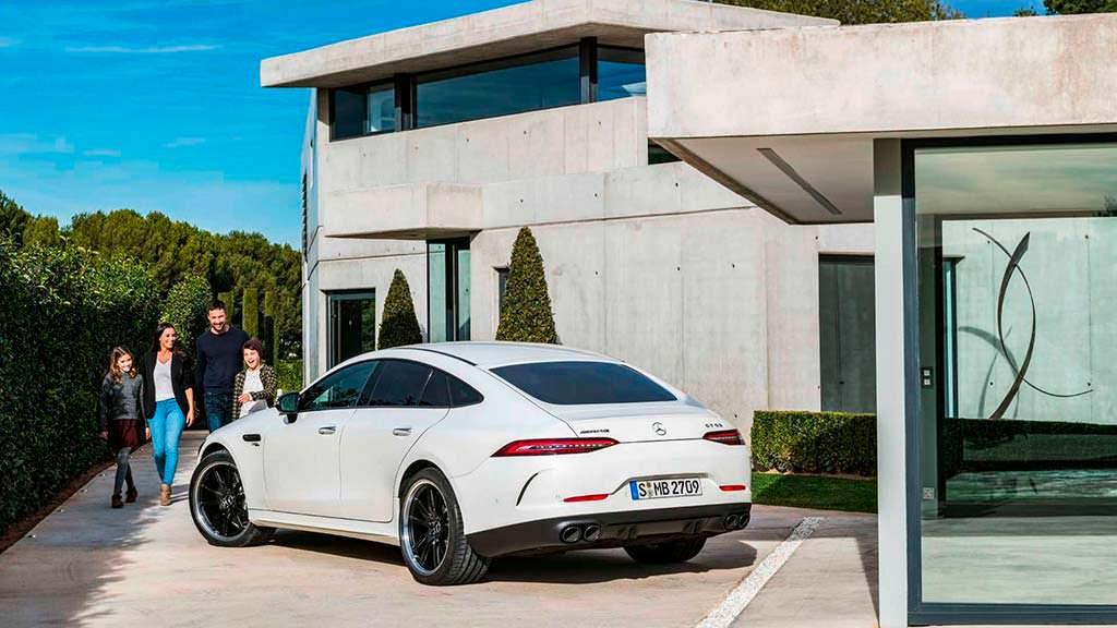 Официально Mercedes-AMG GT 4-Door Coupe
