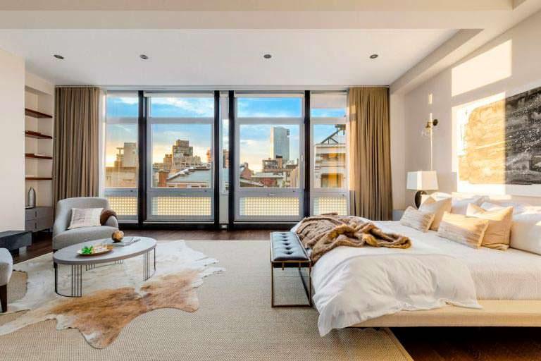 Спальня квартиры с видом на Нью-Йорк