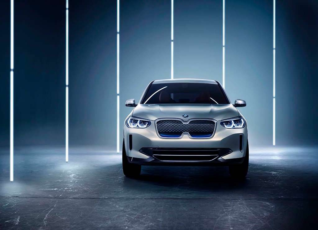 Кроссовер BMW Concept iX3