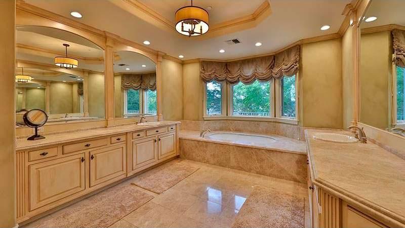 Шикарная большая ванная комната