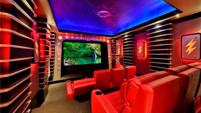 Домашний кинотеатр у Dr. Dre