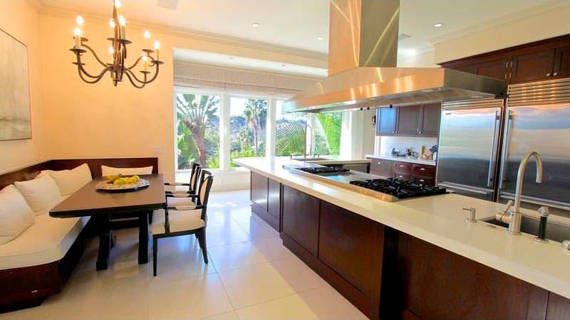 Кухонный уголок для большой семьи