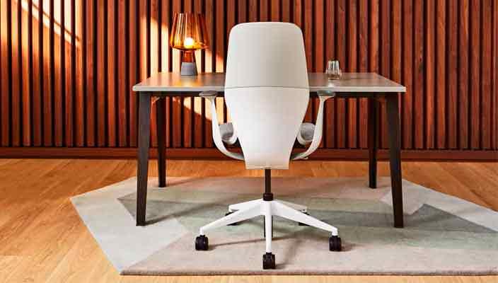 Кресло руководителя - важный и красноречивый атрибут кабинета