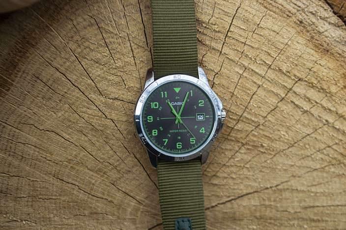 Часы Casio с тканевым ремешком