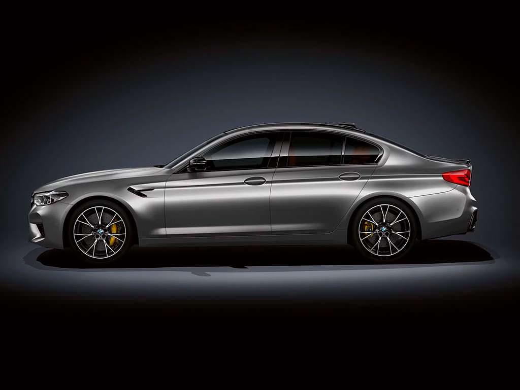 Спортивная BMW M5 Competition