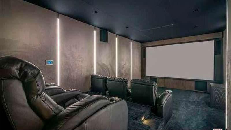 Домашний кинотеатр у Мелани Браун