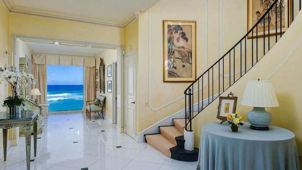 Вид на океан из коридора в доме