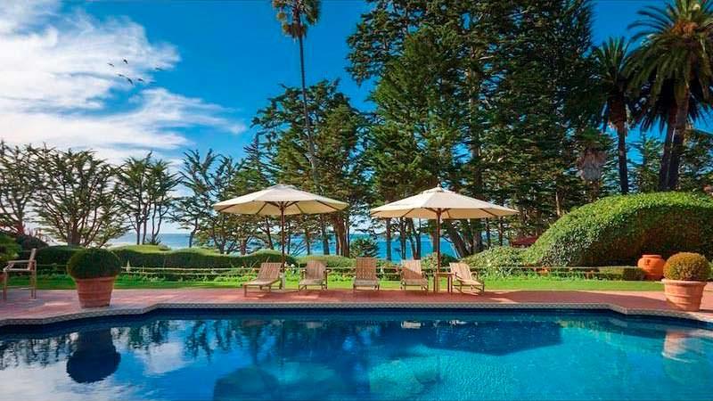 Вилла с бассейном и частным пляжем