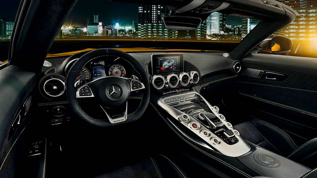 Фото салона Mercedes-AMG GT S Roadster