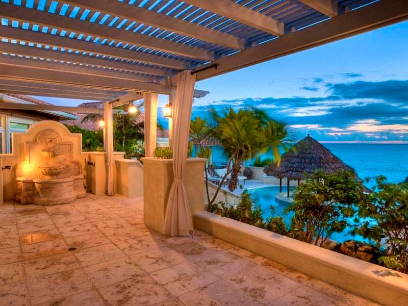 Островная вилла Принса с двумя частными пляжами и причалом