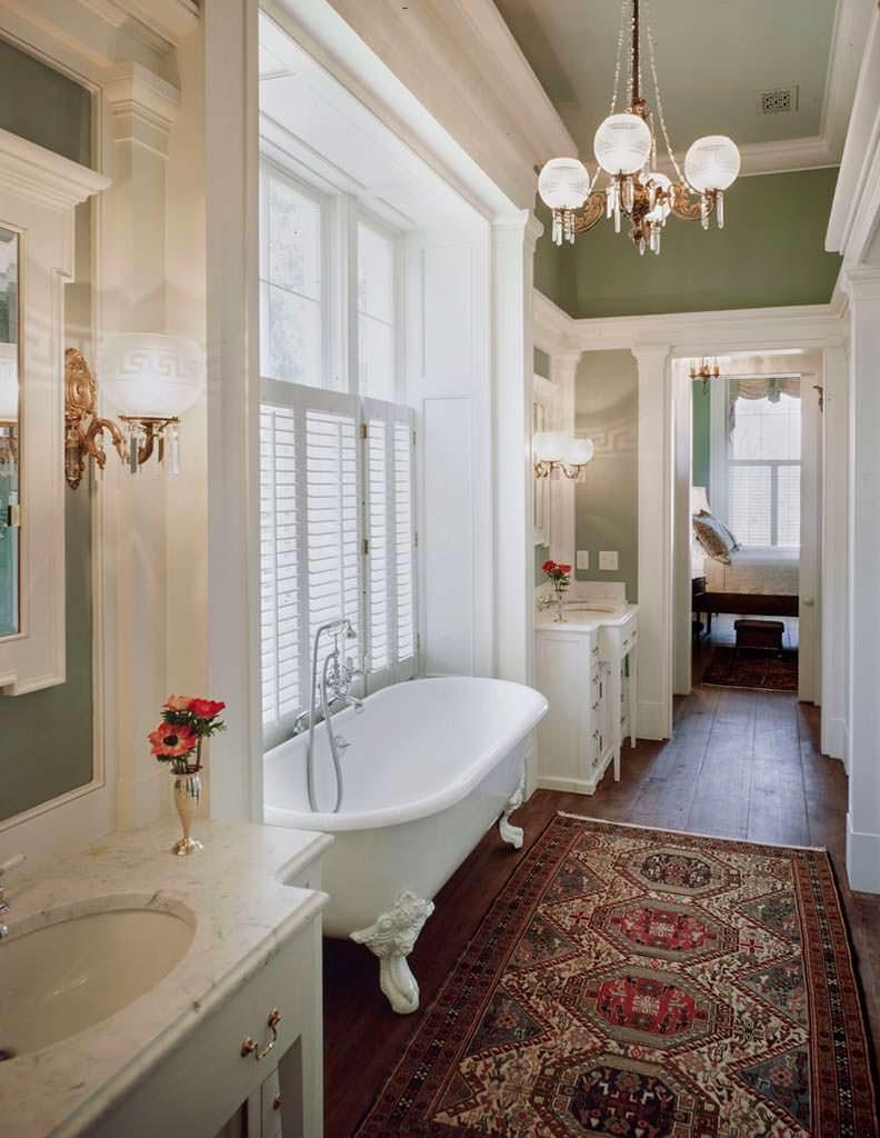 Дизайн ванной комнаты в старинном доме