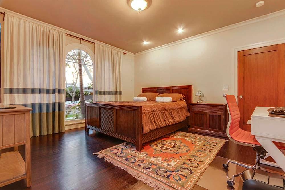 Главная спальня в доме