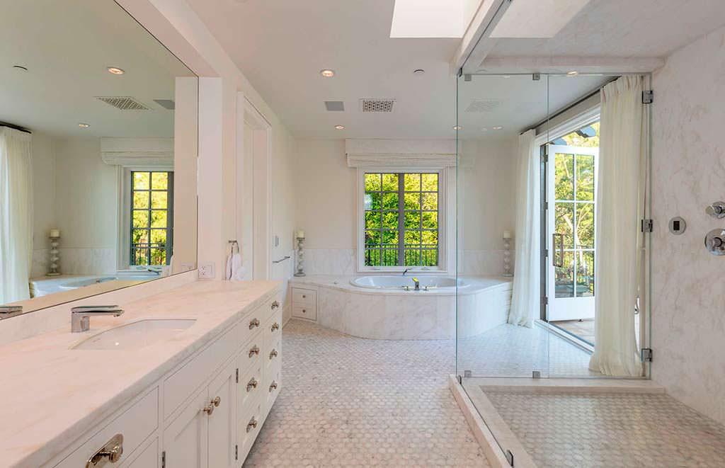 Дом с десятью ванными комнатами