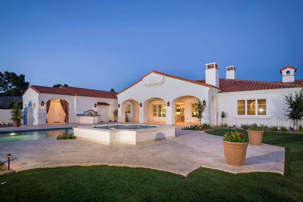 Дом с пятью спальнями в Аризоне