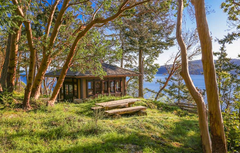 Чайный домик с видом на воду