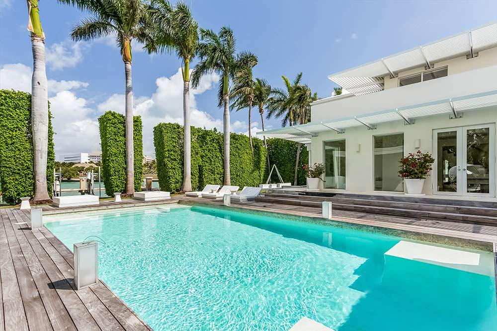 Дом с бассейном в Майами-Бич