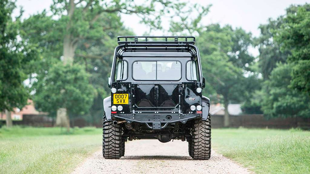 Внедорожник Land Rover Defender SVX Дэниела Крэйга