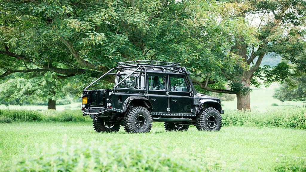 Внедорожник Land Rover Defender SVX из «007: Спектр» 2015 года