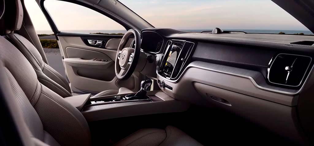 Фото внутри Volvo S60 нового поколения