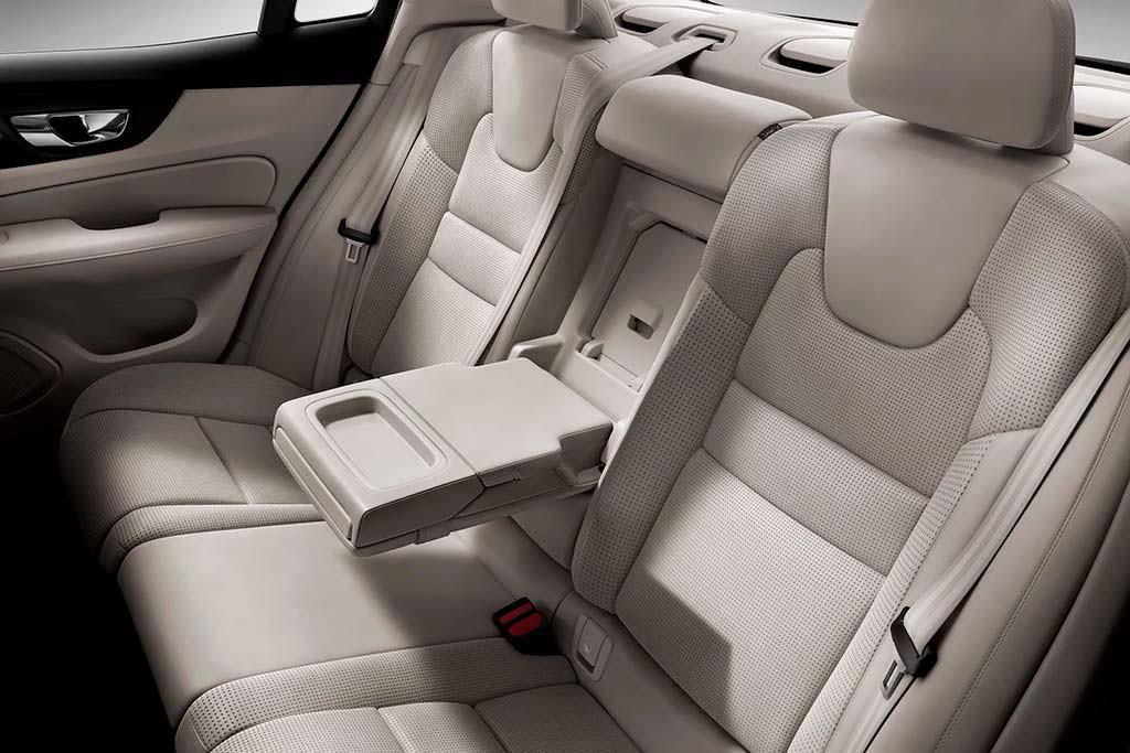 Задние сиденья Volvo S60 нового поколения
