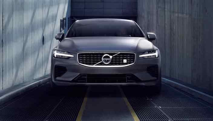 Новая Volvo S60 представлена официально | фото, видео, цены