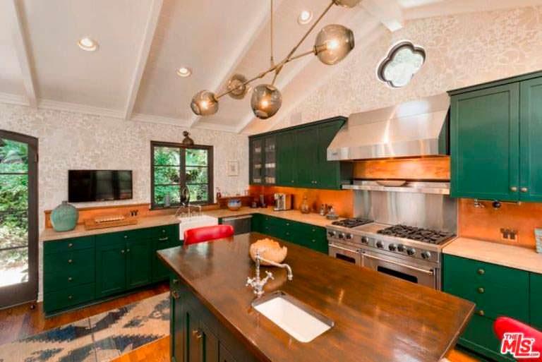 Кухня в старинном доме