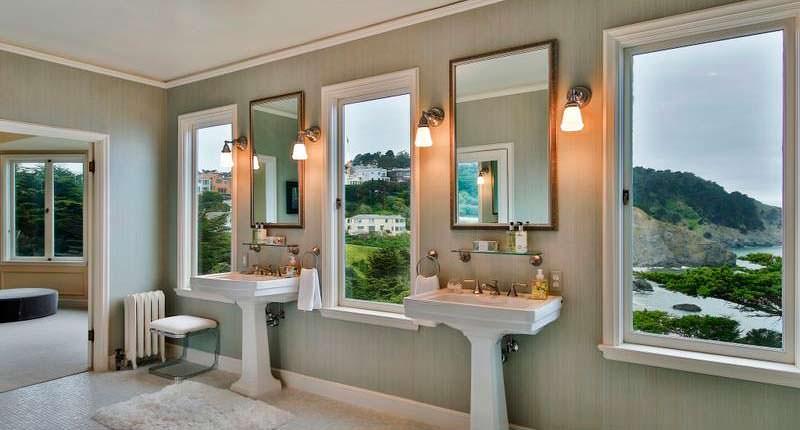 Дизайн ванной комнаты с видом на океан