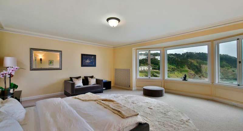 Хозяйская спальня с панорамным видом на океан