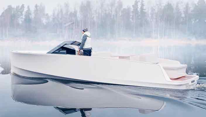 Q-yachts Q30 - электро-катер будущего в минималистском дизайне