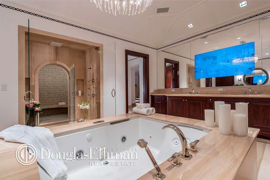 Дизайн интерьера ванной виллы Марка Энтони