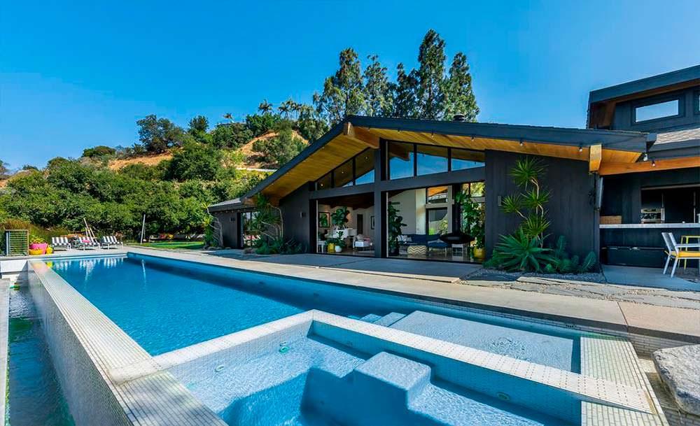 Дом Дженни Гарт с бассейном