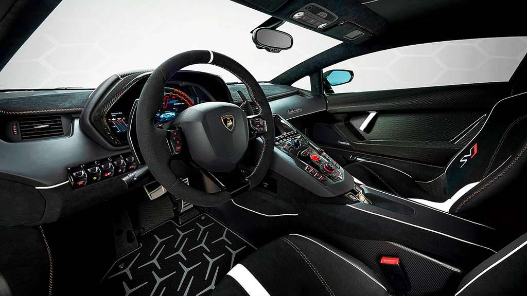 Фото внутри Lamborghini Aventador SVJ 63