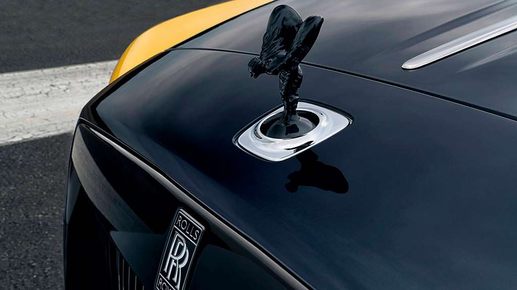 Статуэтка Дух Экстаза на капоте Rolls-Royce Dawn Black Badge