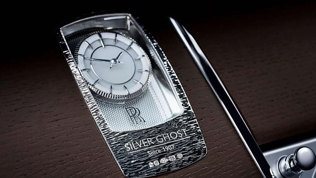 Часы Hallmark AX201 в салоне Rolls-Royce Silver Ghost Collection