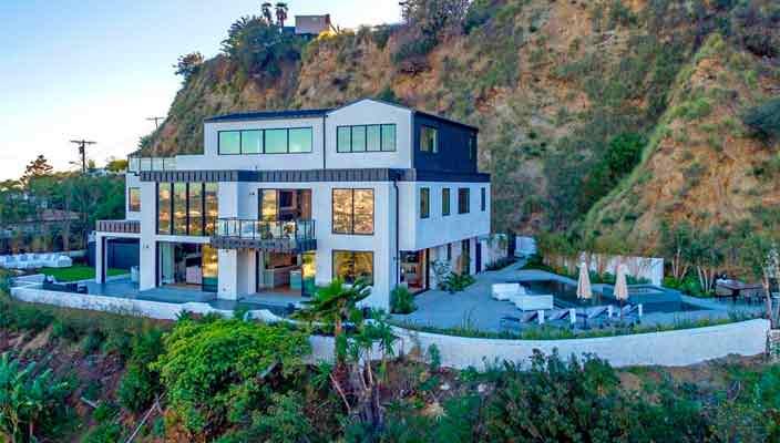 Певица Деми Ловато продает дом в Голливуде   фото и цена