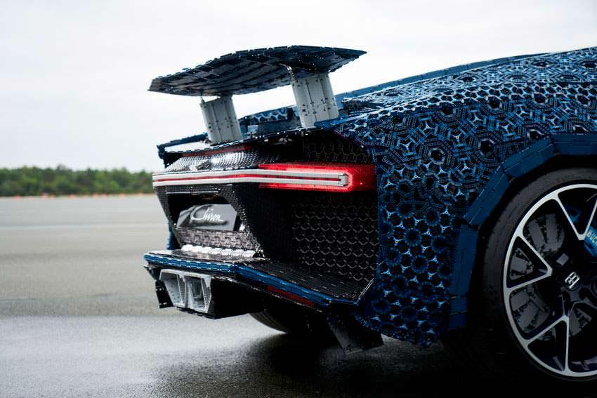 Функциональный спойлер LEGO Bugatti Chiron