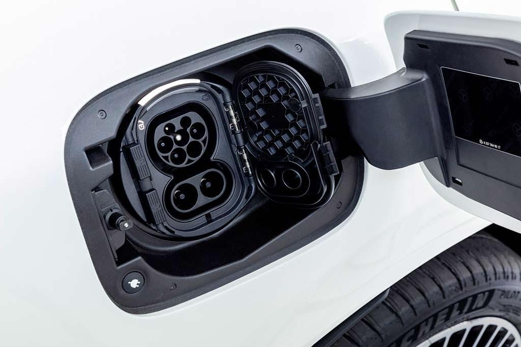 Лючок для зарядки Mercedes-Benz EQC