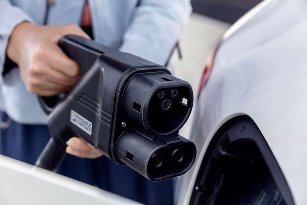 Зарядка Mercedes-Benz EQC