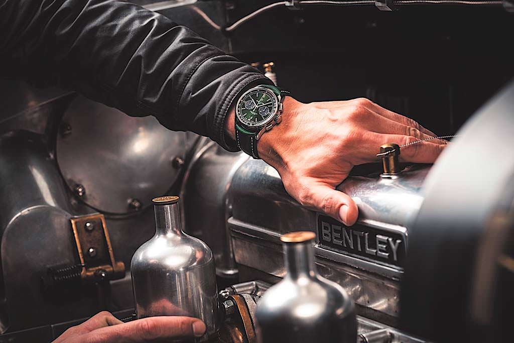 Швейцарские часы Breitling Premier B01