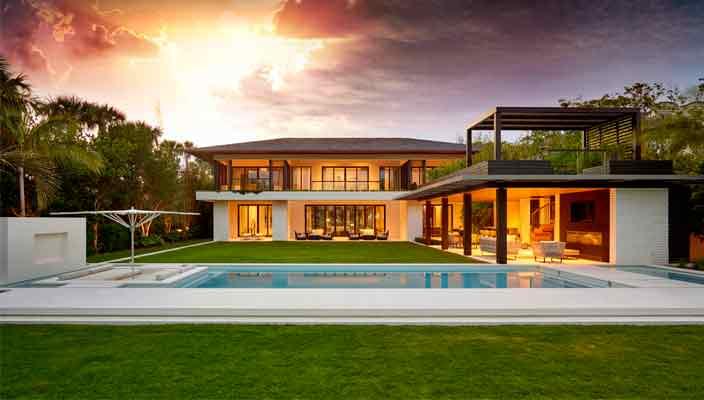 Плавательный бассейн у дома