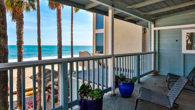Балкон с видом на океан в доме Эдварда Нортона
