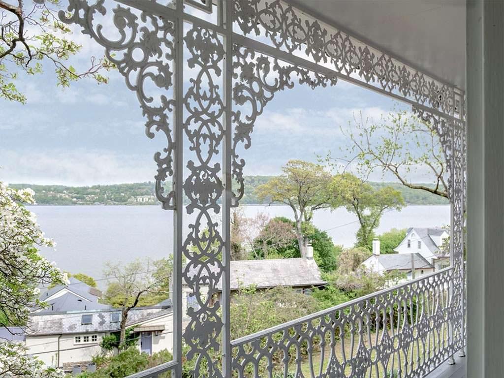 Балкон с видом на реку Гудзон