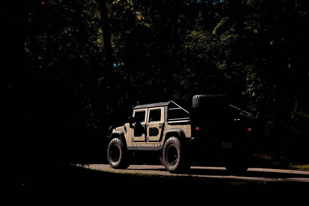 Внедорожник Hummer H1 на 40-дюймовых шинах от Mil-Spec
