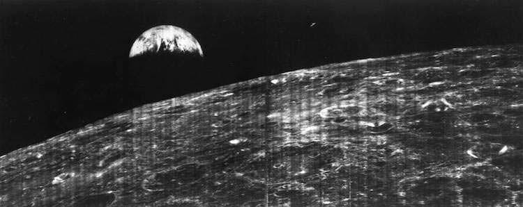 Первая фотография Земли с Луны