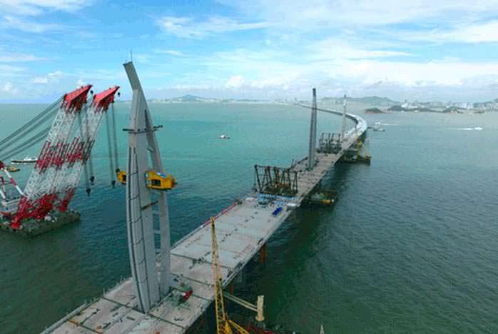 Самый длинный морской мост в мире строили с 2009 года