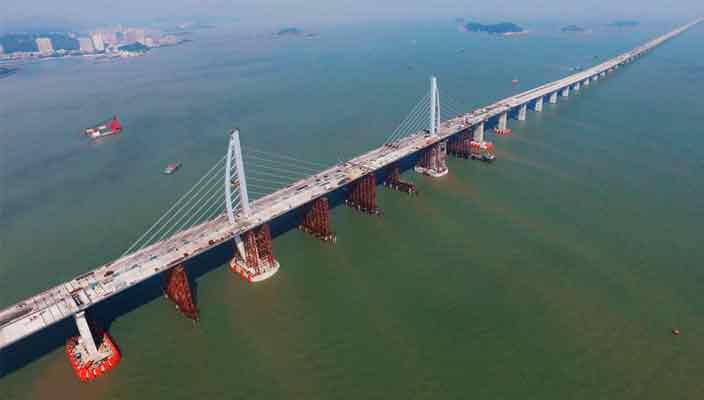 Самый длинный морской мост в мире объединил Китай и Гонконг