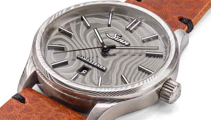 Sinn 1800 Damaszener: часы в металле с рисунком текстуры дерева